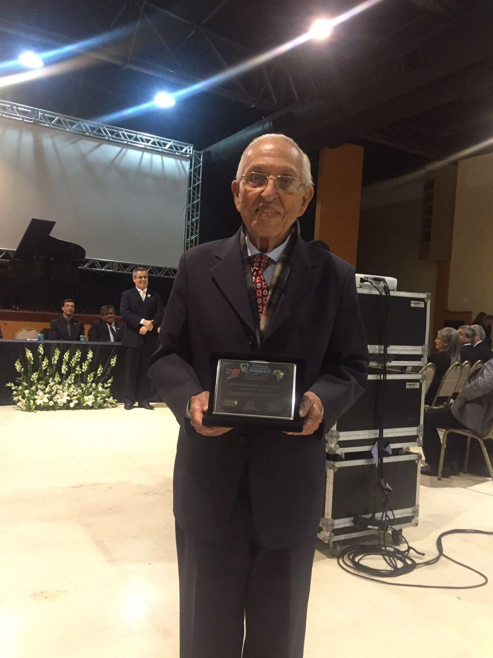 Dr. Lauro Araripe e sua comenda