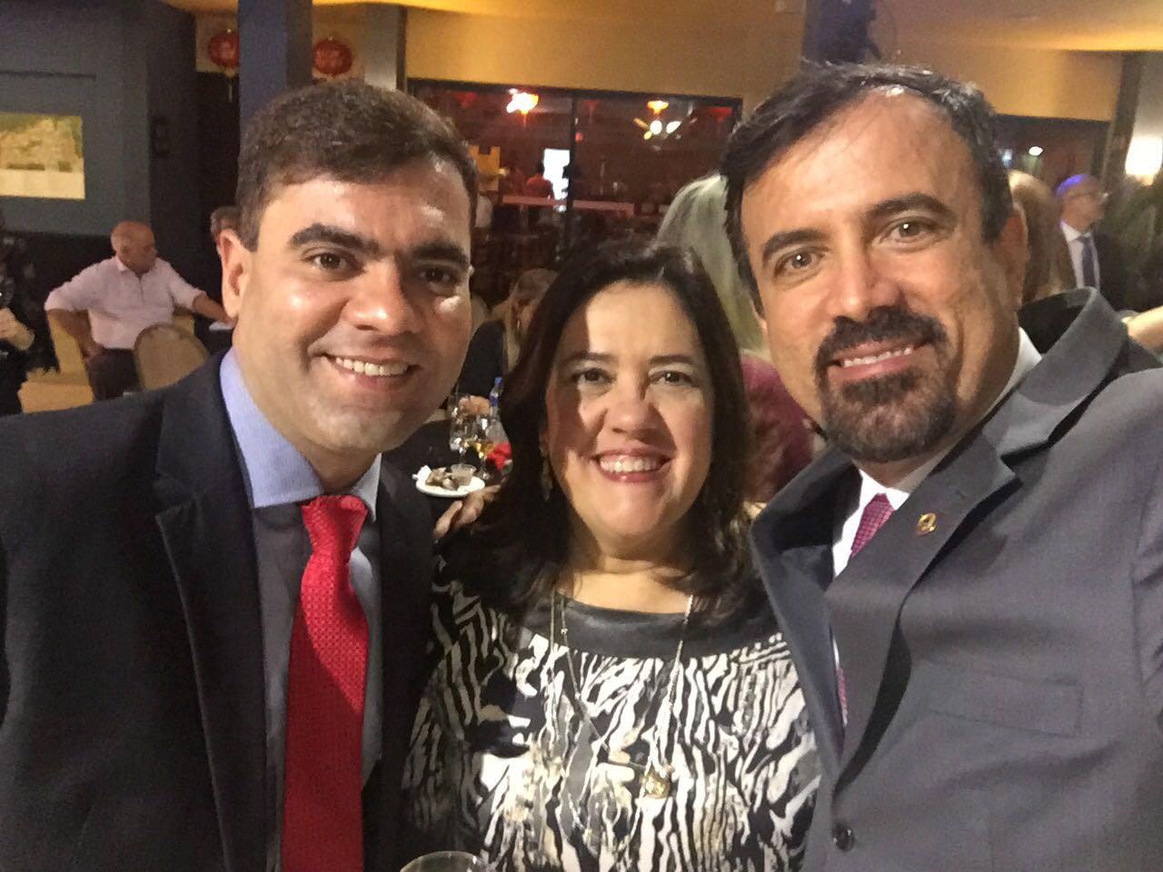 O Psicólogo e Hipnoterapeuta Tiago Araújo; Drs. Maria Angélica Behrens e Francisco Simões